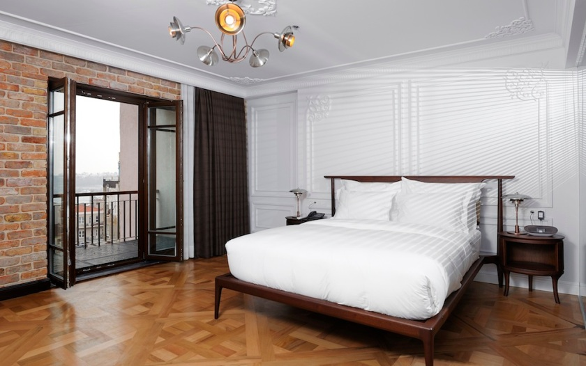 Georges_Hotel_Istanbul_Boutique_Hotel-Panorama_Suite_King_Size_Bed
