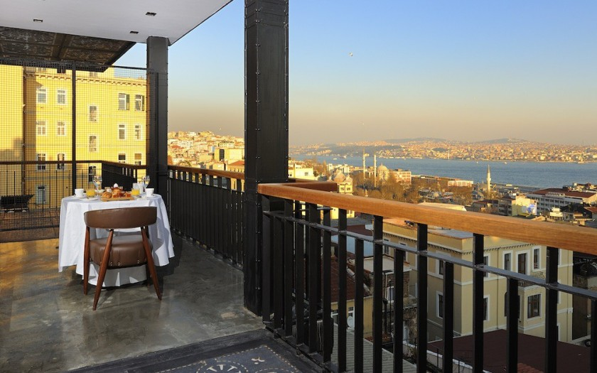 Georges_Hotel_Istanbul_Boutique_Hotel-Panorama_Suite_View_Bosphorus-1010x633