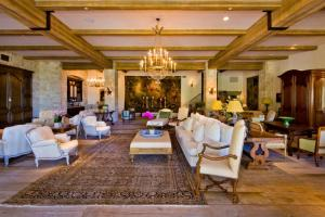 Great Room Decor