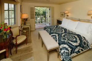 Suite-32-Bedroom_01